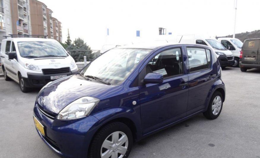 Daihatsu Sirion 1,0 VVT-i **novo kvačilo**