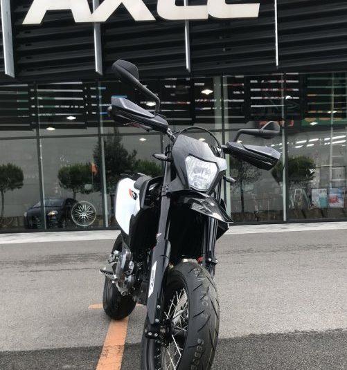 KTM 690 SMC R 2019 Supermoto  690 cm3