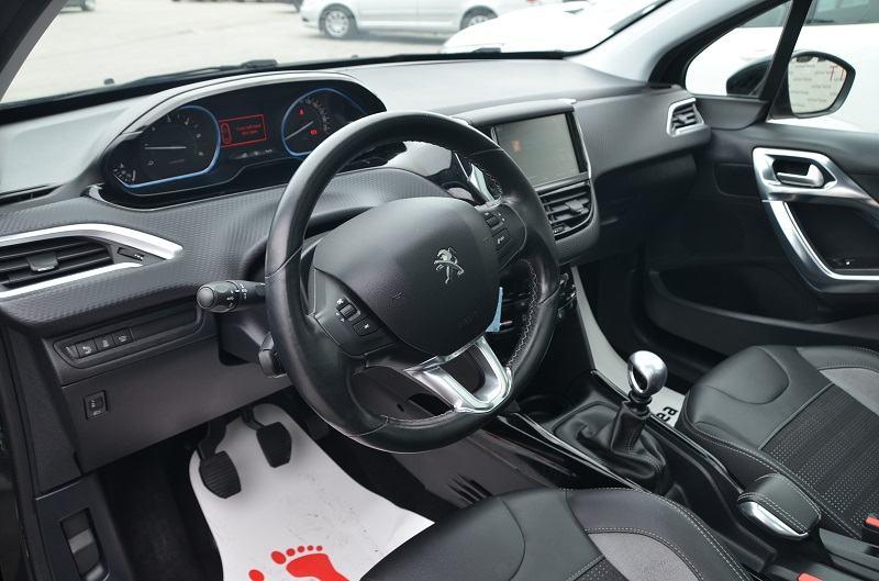 Peugeot 2008 1,6 BlueHDI *Feline sport plus* PANORAMA*