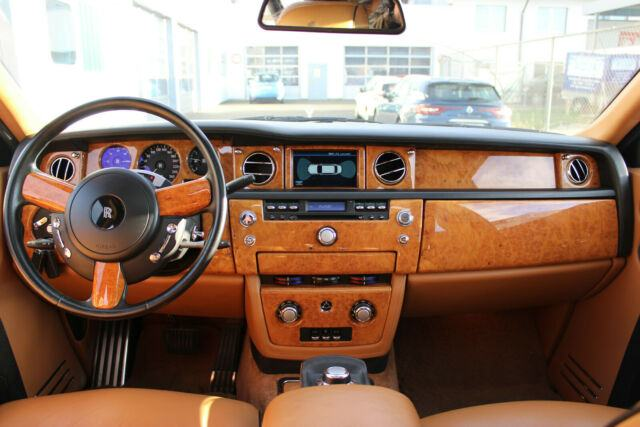 "Rolls-Royce Phantom Dubai Bespoke Edition "" Two Tone"""