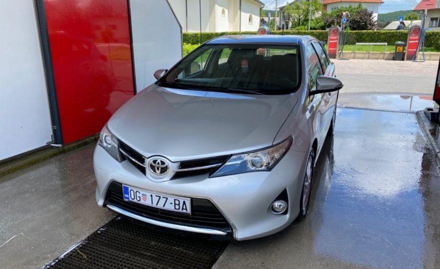 Toyota Auris 1,4 D-4D, kamera, BT, reg. 1 g., ZAMJENA za jeftinije
